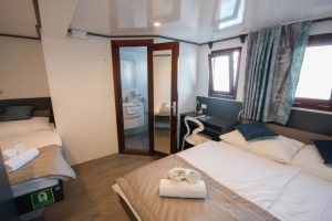 Lupus Mare triple cabin